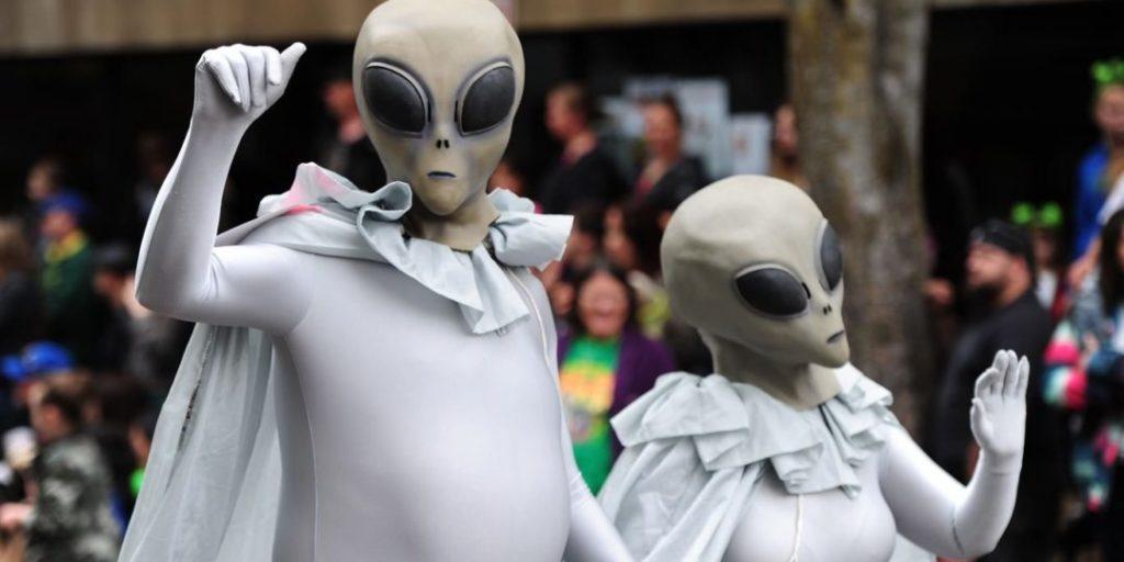 Могла ли жизнь быть принесена на Землю разумными пришельцами?